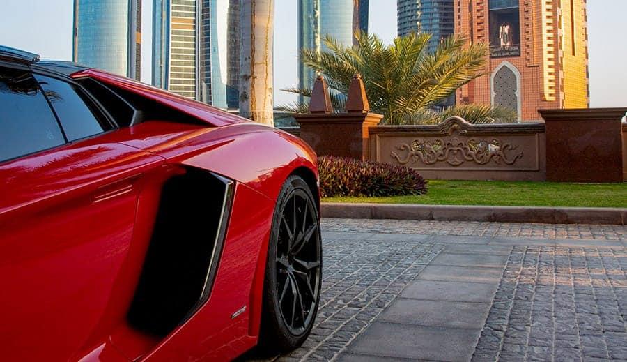 coche deportivo rojo - nombres de perros de coches deportivos